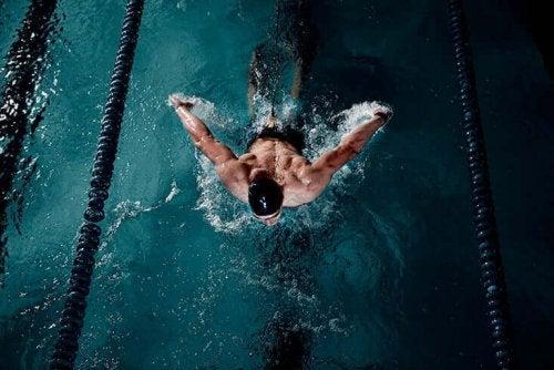 水泳  泳げない方はぜひ!プールで泳ぎを習得しよう