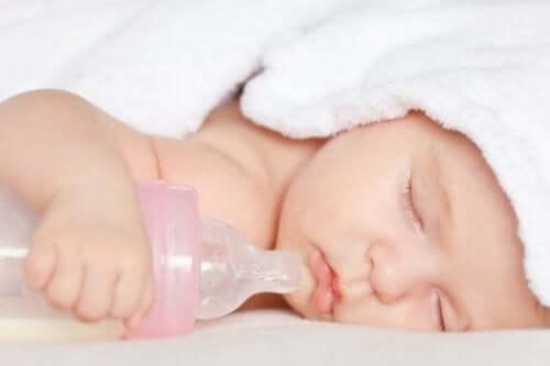 おしゃぶりや哺乳瓶は子供に有害ってホント?