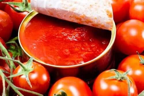 缶詰のトマト