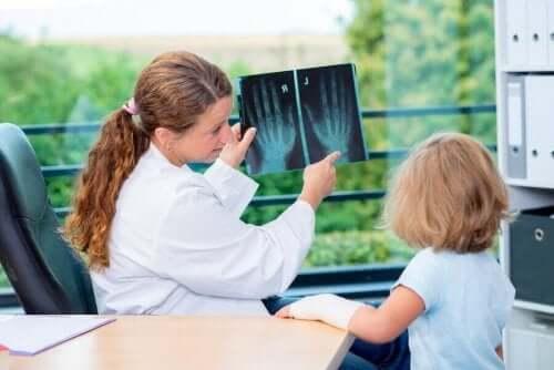 小児科医と幼児