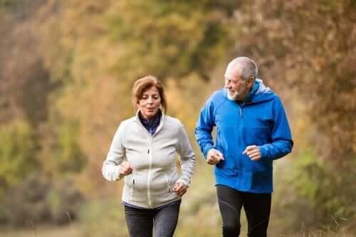 運動する高齢者 活力ある若い脳を手に入れるためのアドバイス