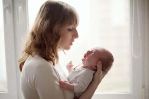 泣き止まない赤ちゃんを落ち着かせる方法