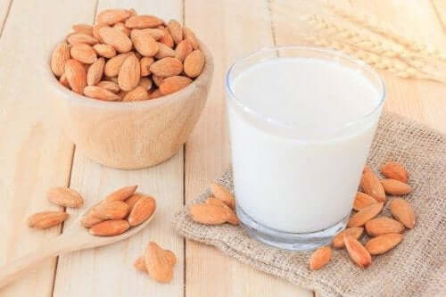 減量に役立つアーモンドミルクの作り方