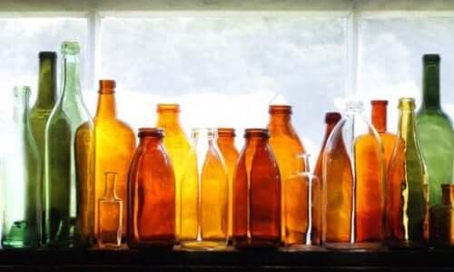お庭のデコレーションに:ガラス瓶を再利用する方法