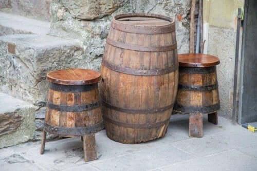 樽のテーブル