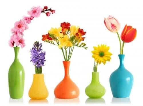 スプレー塗料 花瓶にスプレーをする