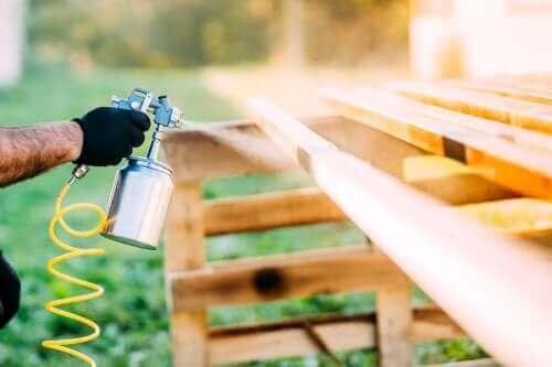 スプレー塗料が大活躍 自宅を一新する方法
