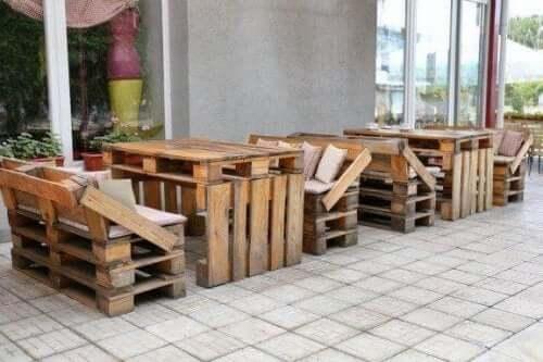リサイクルで作る家具の独創的アイデア8選