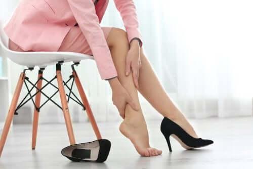 即効性あり!脚のむくみを緩和する8つのヒント