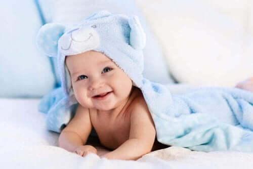 赤ちゃんに見られる乳痂とは 赤ちゃん 髪 お手入れ