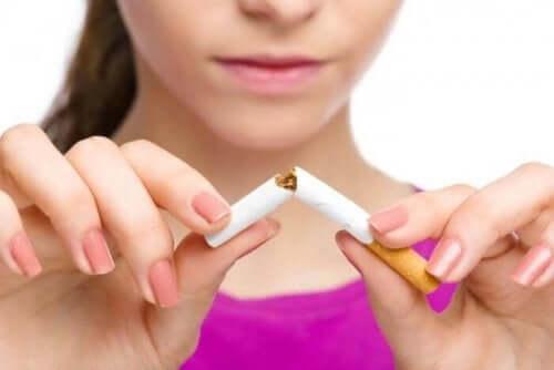 たばこ スタチンを使わずにコレステロール値を減らす