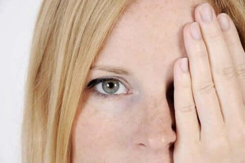 気になってしまう顔のシミ:5つの原因を特定しよう