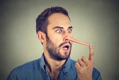 パートナーが嘘をついている?嘘を見極める方法について