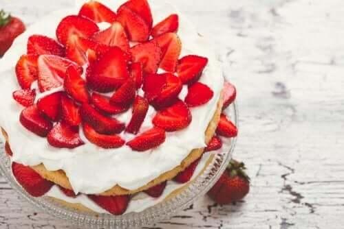砂糖不使用の生クリームを使ったストロベリーショートケーキ