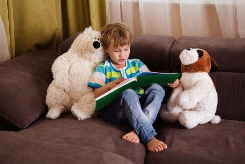 本を読む少年 ディスレクシア 子ども