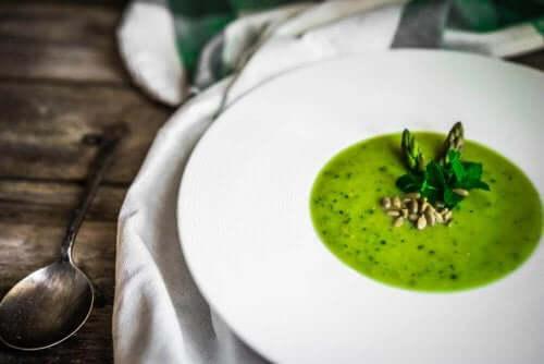 美味しいアスパラガスの冷製スープレシピ