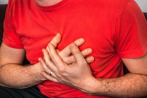 咳をすると起こる胸の痛み:考えられる原因とは?