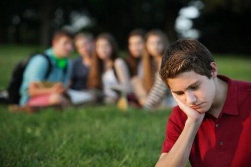 友達間のプレッシャーに直面した子供をサポートする方法