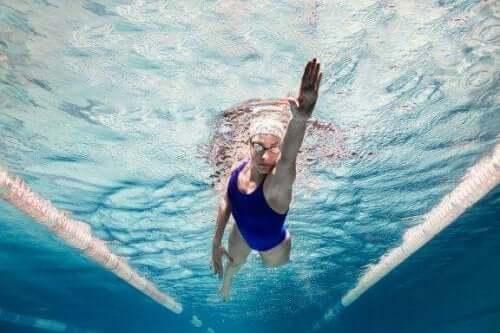水泳をすることで得られる心理的メリットについて