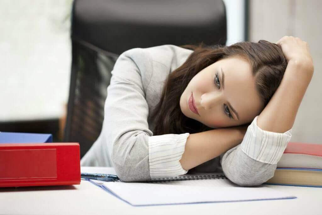 うつ病の影響に悩む女性