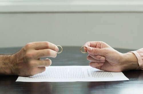 離婚によるトラウマを克服するための7つのヒント