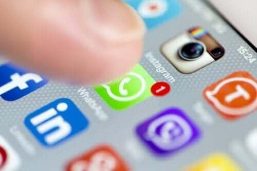 ソーシャルネットワーク うつ病につながるリスク要因