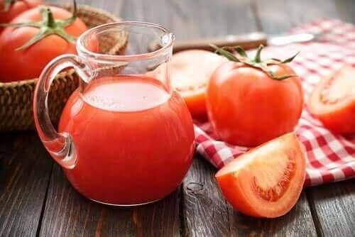鉄分の吸収に効果のあるトマト