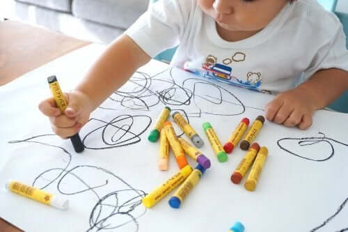 子供の成長と絵を描くこと