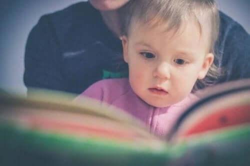 幼児に早期から読書を教えるドーマン・メソッド