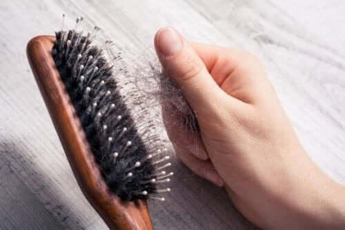 抜け毛を抑えるための7つのヒント