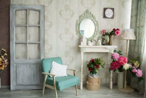 可能性が広がる 古い家具の修復とリメイクアイディア