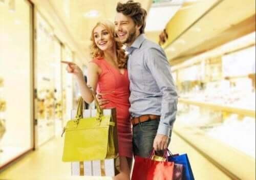 ショッピング 恋人がプレゼントを買ってくれない