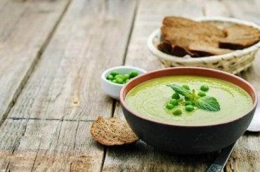 エンドウ豆とベーコンのクリーミースープの作り方