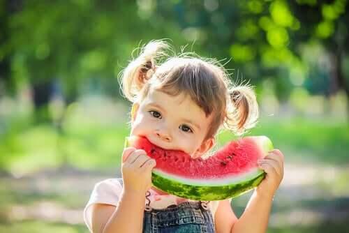 大切な子供の食事:含むべき6つの食品とは?