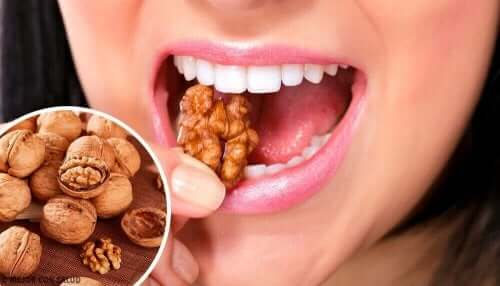 クルミ うつに効く健康的な間食