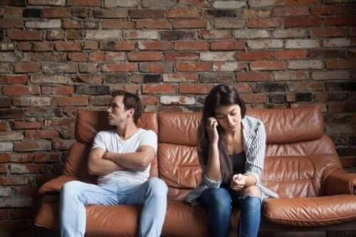 パートナーがあなたに求めるべきではない6つのこと