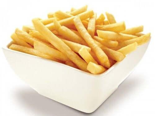 健康な食生活の敵:食べてはいけない8つの有害な食品 フライドポテト