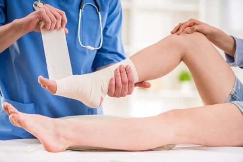 足首の捻挫と医師