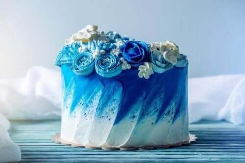 青いウエディングケーキ