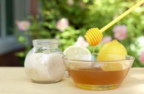 砂糖と蜂蜜 肌のシミを薄くする方法