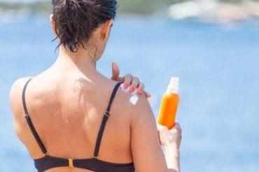 肌のシミを薄くする方法