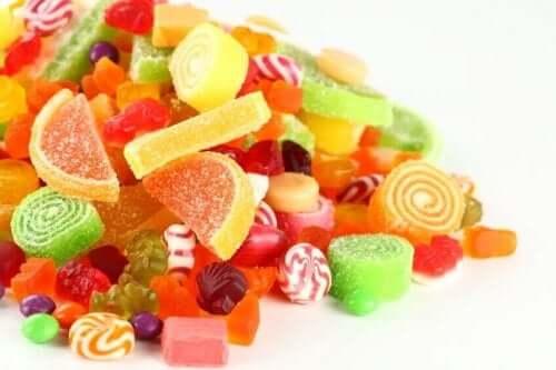 健康な食生活の敵:食べてはいけない8つの有害な食品 お菓子