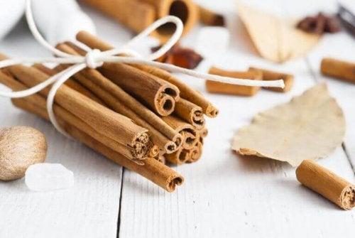 クローゼットを良い香りに保つ4つのポプリ袋 シナモン