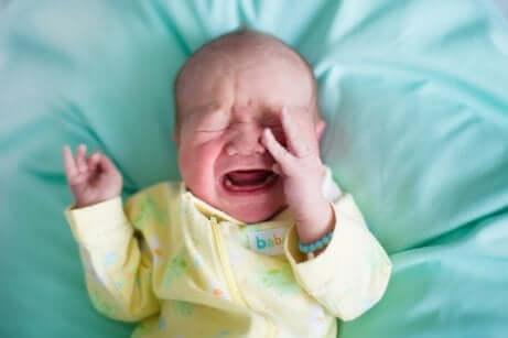 赤ちゃんの便秘の原因と軽減するためのアドバイス