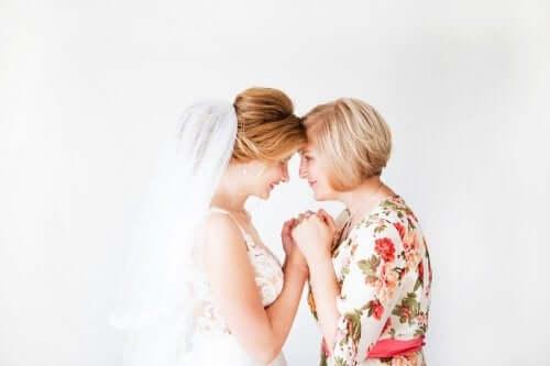 海外挙式におすすめ:新郎新婦の母親の服装のヒント