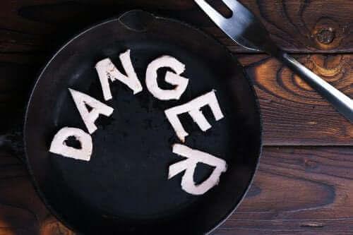 危険なダイエットと体からの警告サイン