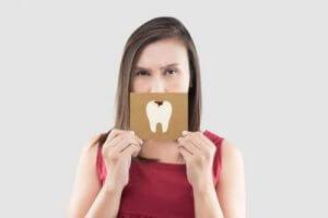 歯の痛みを緩和する自然療法を使った応急処置