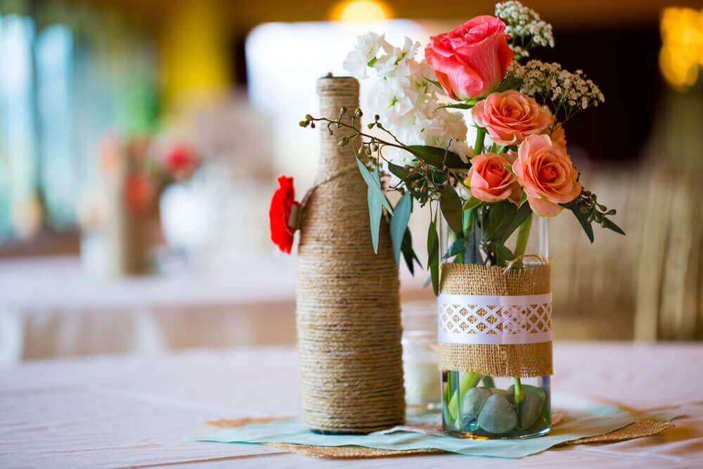 テーブルのセンターピース:安価なDIYアイディア ボトルで作る花瓶