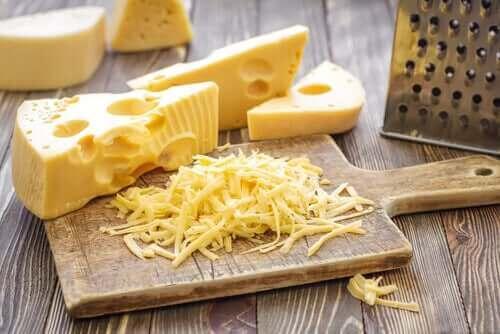 種類別:チーズを切るときのヒントとコツ ハードチーズ
