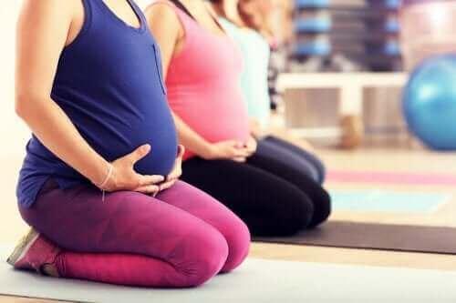 妊娠中に行うマタニティーピラティスの効果について